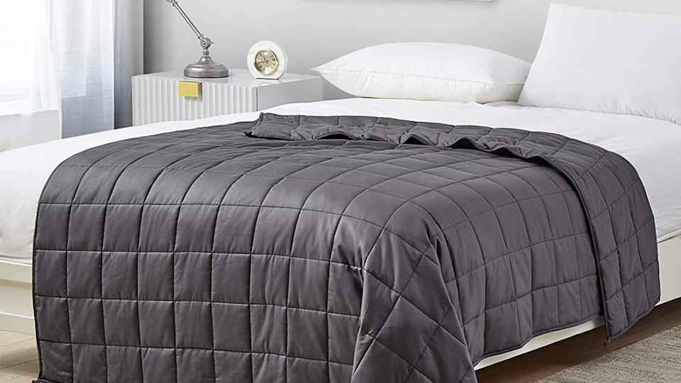 Gifts for college-bound students: YnM Weighted blanket