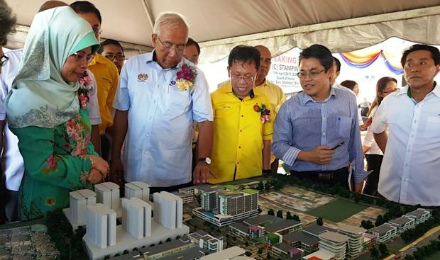 Education Minister Datuk Seri Mahdzir Khalid (second left) looking at models of SJK (C) Stampin buildings located within a new township. On his left is SUPP president Datuk Dr Sim Kui Hian, April 17, 2017. — Picture by Sulok Tawie