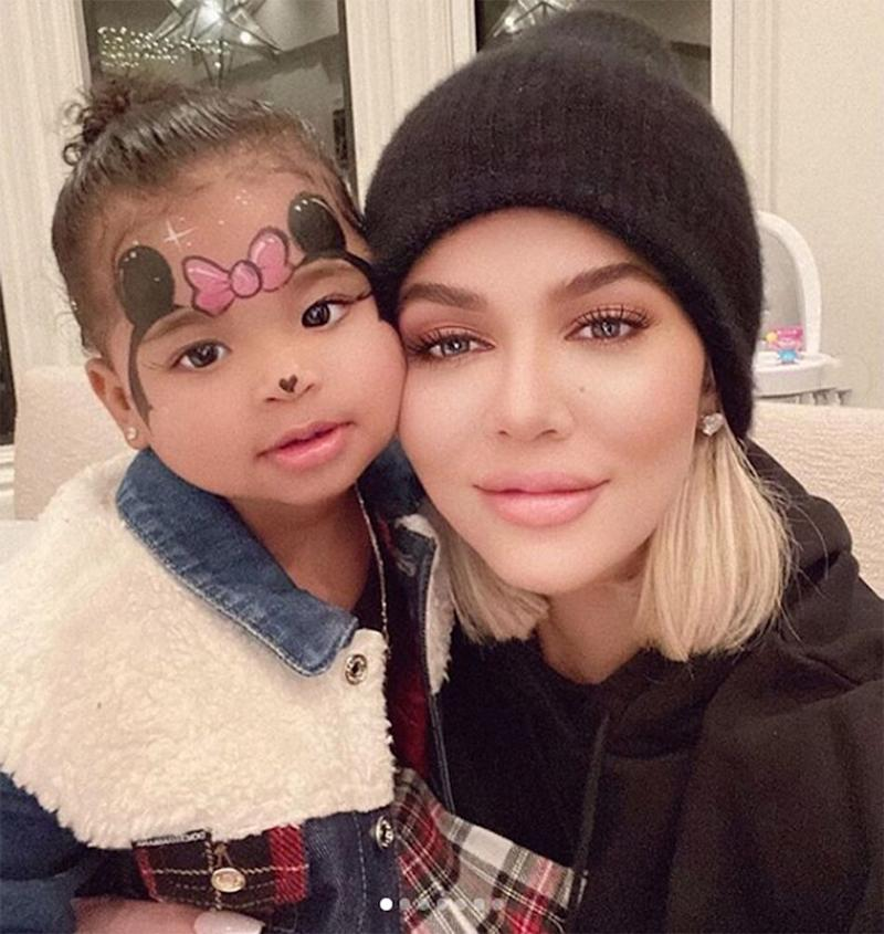 Khloé Kardashian (R) and daughter True