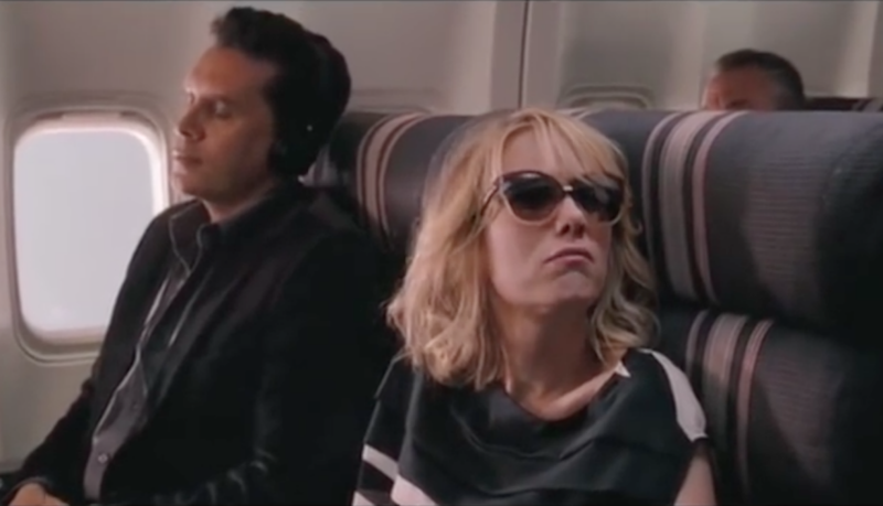 She also recommends wearing sunglasses, just like the pilots. Photo: Youtube