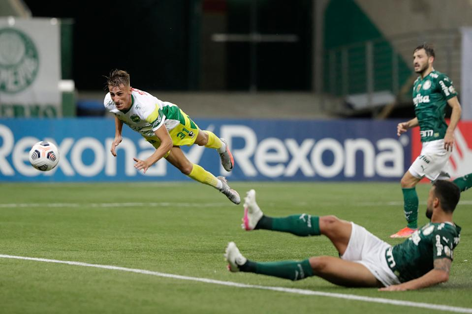 Argentina's Defensa y Justicia Braian Romero scores against Brazil's Palmeiras during the Copa Libertadores football tournament group stage match at the Allianz Parque stadium in Sao Paulo, Brazil, on May 18, 2021. (Photo by Andre Penner / various sources / AFP) (Photo by ANDRE PENNER/AFP via Getty Images)