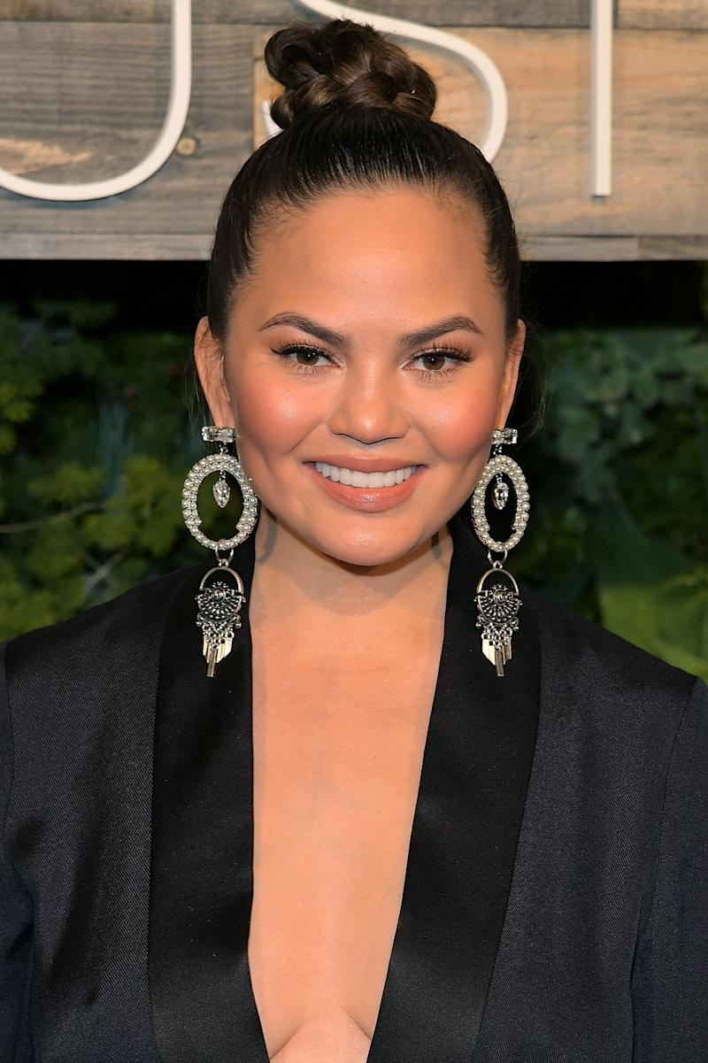 Chrissy Teigen Is Going to Make Highlighter