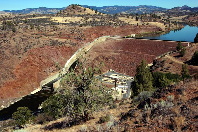 Report says dam removal good for Klamath salmon