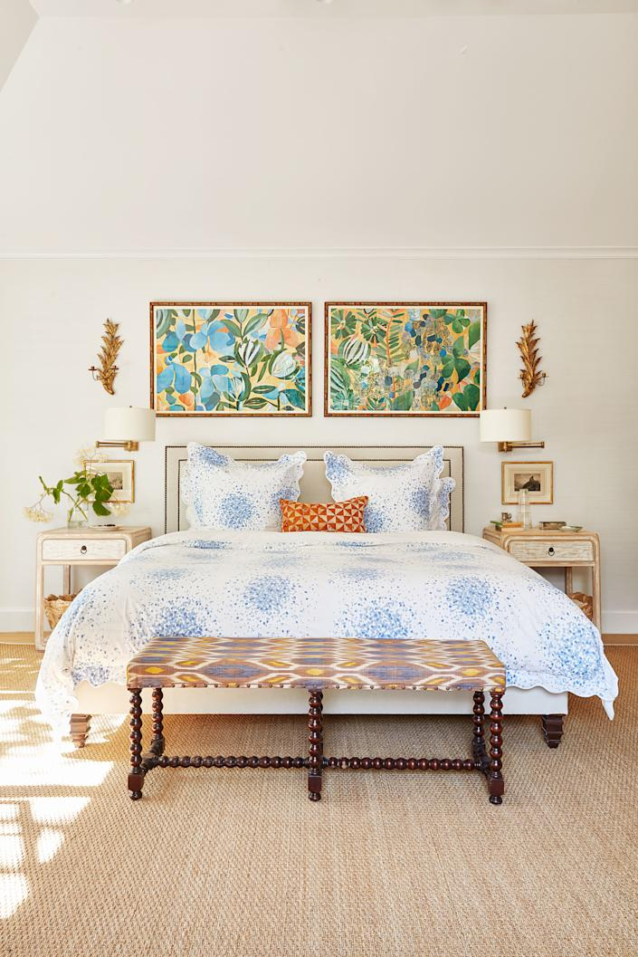 """<div class=""""caption""""> In the master bedroom, the bed wears <a href=""""https://www.matouk.com/styles/bed/poppy"""" rel=""""nofollow noopener"""" target=""""_blank"""" data-ylk=""""slk:Lulu DK for Matouk linens"""" class=""""link rapid-noclick-resp"""">Lulu DK for Matouk linens</a>. Antique bench with <a href=""""https://www.hollandandsherry.com"""" rel=""""nofollow noopener"""" target=""""_blank"""" data-ylk=""""slk:Holland & Sherry"""" class=""""link rapid-noclick-resp"""">Holland & Sherry</a> print. </div>"""
