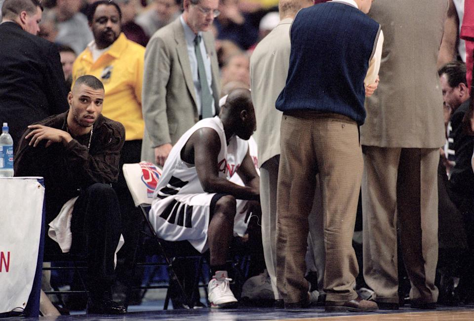Kenyon Martin (L) of Cincinnati Bearcats sits on the bench during round one of the NCAA tournament game against the NC Wilmington Seahawks. (Jonathan Daniel/Allsport)
