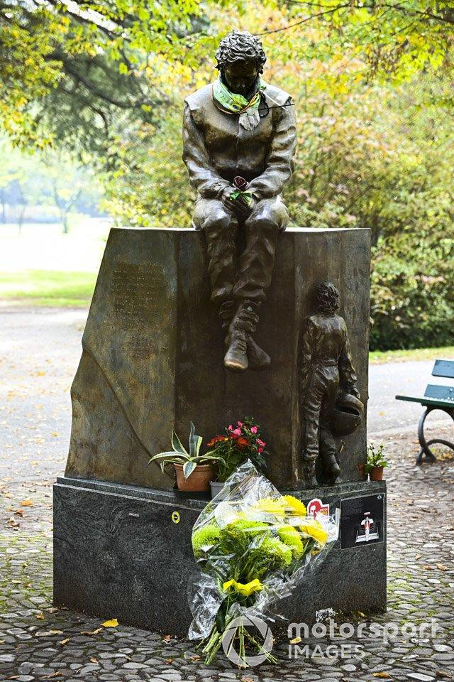 """A tribute statue to Ayrton Senna<span class=""""copyright"""">Mark Sutton / Motorsport Images</span>"""