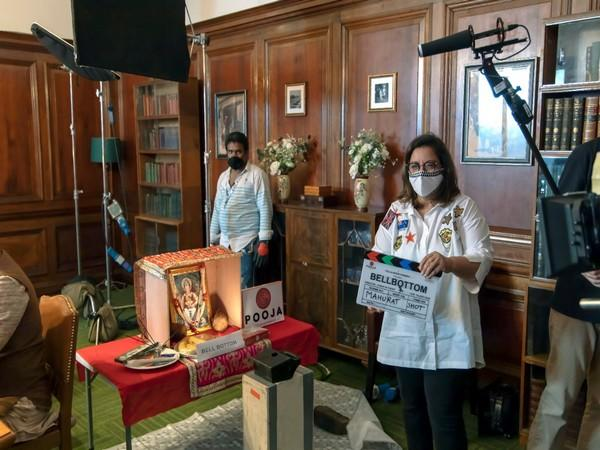 Puja Bhagnani giving the mahurat clap for 'Bell Bottom' shoot