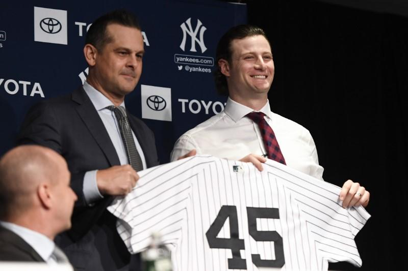 Yankees make signing of righty Cole official
