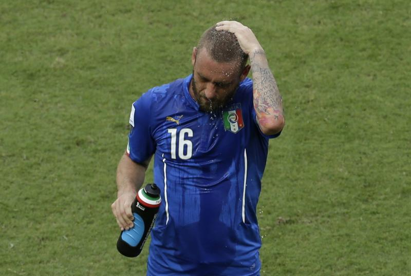 Italy's De Rossi very likely to miss Uruguay game
