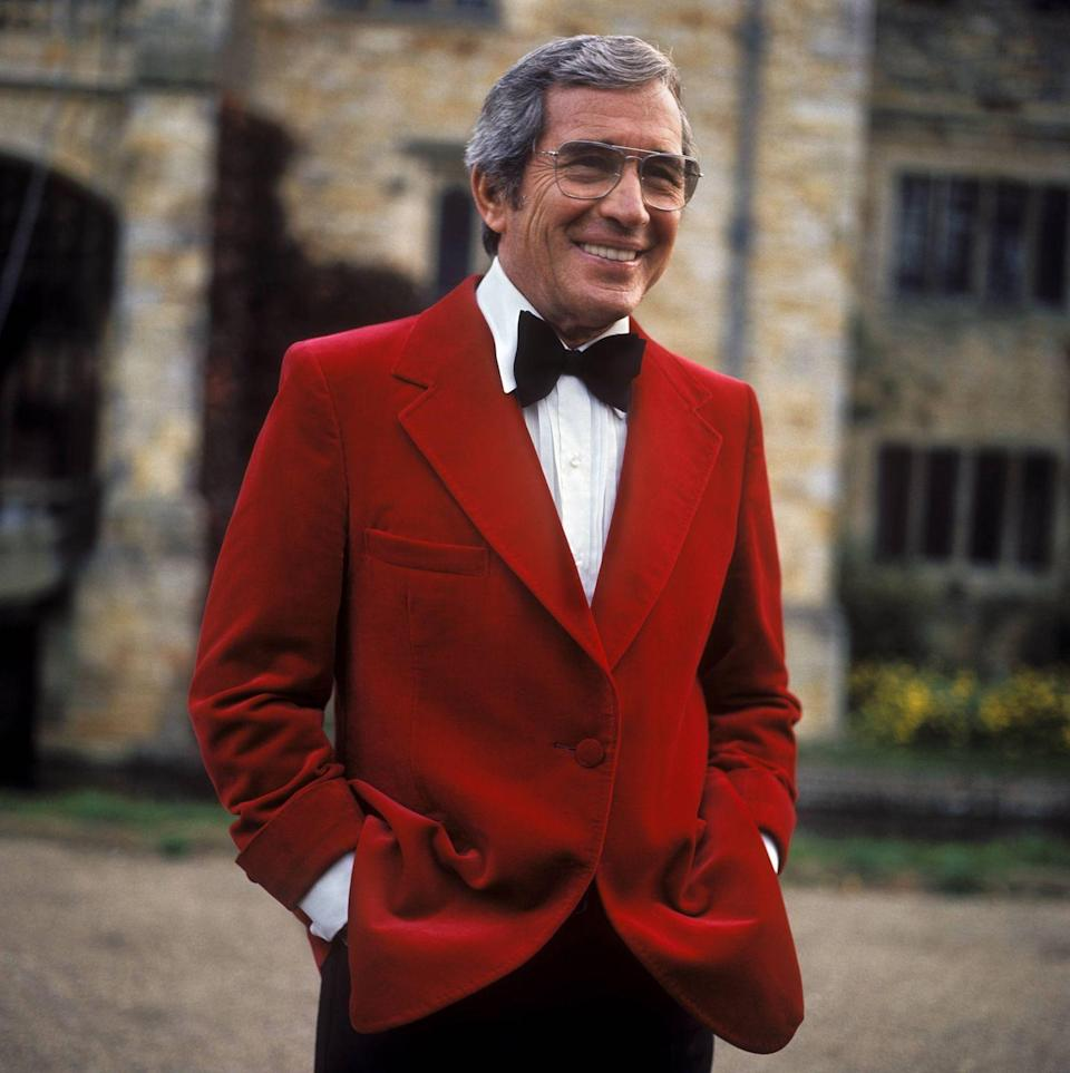 <p>Dressed to promote his latest Christmas special, <em>Perry Como's Olde English Christmas</em>, the singer stepped out in a red velvet jacket.</p>