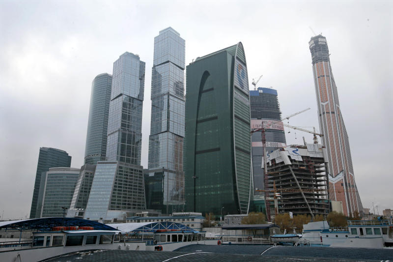 The Moscow City complex with the Mercury City tower, right, is being constructed in Moscow, Russia, Thursday, Nov. 1, 2012. Moscow is reclaiming bragging rights for having Europe's tallest building after losing the distinction for a few months to London. The mixed office and residential tower called Mercury City has topped out at 338 meters (1,109 feet), officials of its development company said Thursday. (AP photo / Mikhail Metzel)