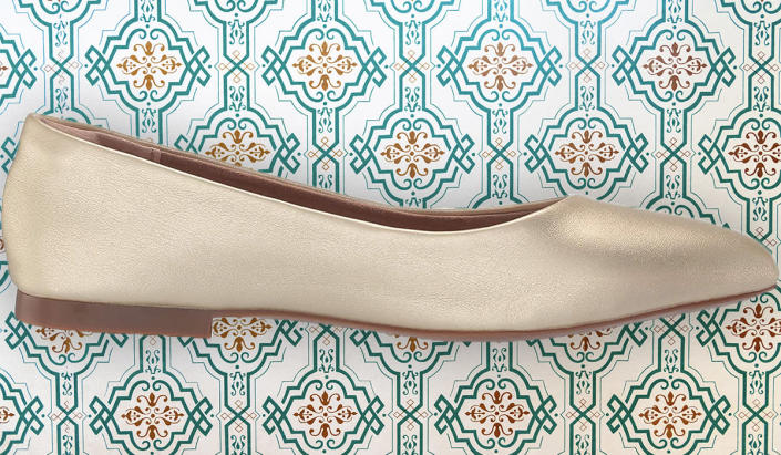 You can walk in Amazon Essentials Women's Pointed Toe Flats all day with no pain. (Photo: Amazon)