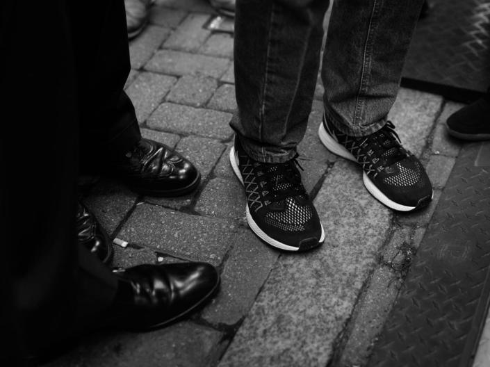 <p>Libertarian Candidate Gary Johnson, in sneakers, is interviewed in Cleveland. (Photo: Khue Bui for Yahoo News)</p>