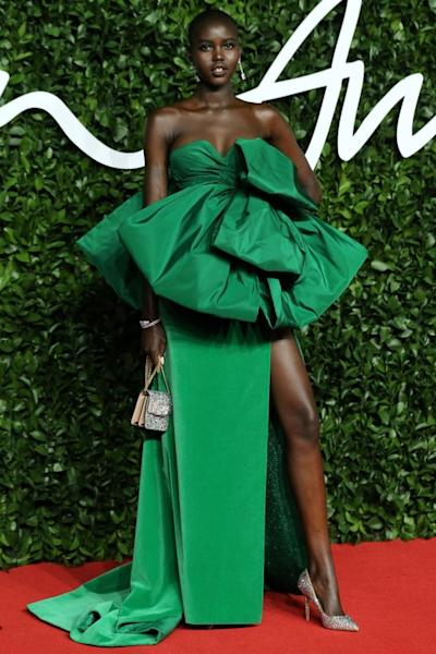 Adut Akech was ravishing at the Fashion Awards in this imposing green dress by Valentino Haute Couture. London, December 2, 2019