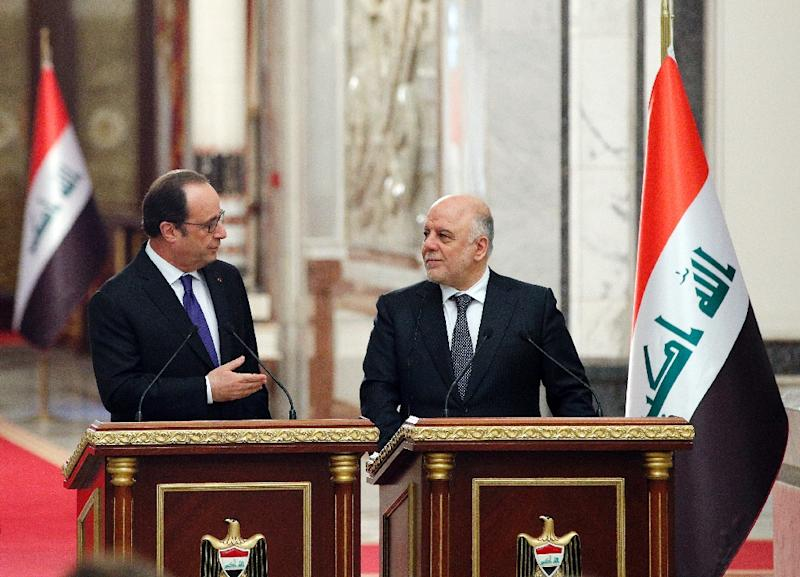 French President Francois Hollande (L) gives during a joint news conference with Iraq's Prime Minister Haider al-Abadi, in Baghdad on January 2, 2017 (AFP Photo/Christophe Ena)