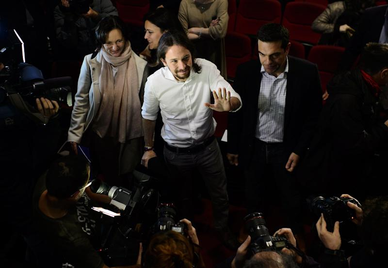 Newly confirmed as the leader of Podemos, Pablo Igesias waves on arrival to a party meeting in Madrid on November 15, 2014 (AFP Photo/Dani Pozo)