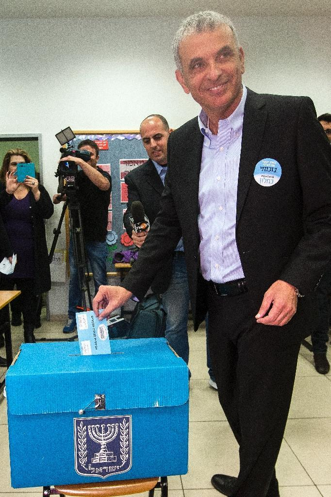 Israeli head the Kulanu party, Moshe Kahlon, casts his vote at a polling station in the coastal city oh Haifa, on March 17, 2015 (AFP Photo/Jack Guez)