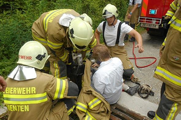 Man rescued by yodelling after getting stuck in cattle grid in Austria