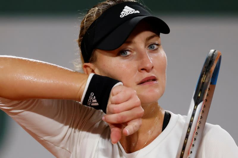 Double bounce, another meltdown for Mladenovic