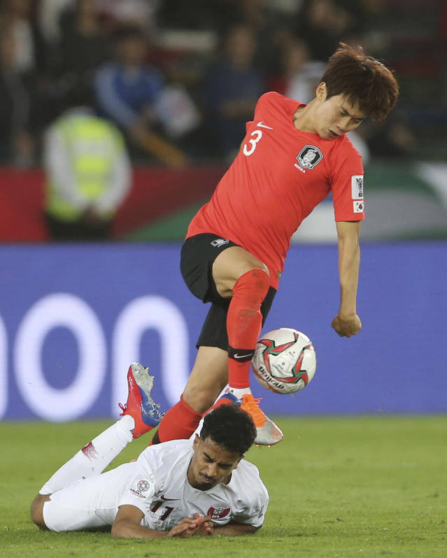 South Korea's defender Kim Jin-Su, top, fights for the ball with Qatar's forward Akram Afif, on the ground, during the AFC Asian Cup quarterfinal soccer match between Korea Republic and Qatar at the Zayed Sport City Stadium in Abu Dhabi, United Arab Emirates, Friday, Jan. 25, 2019. (AP Photo/Kamran Jebreili)