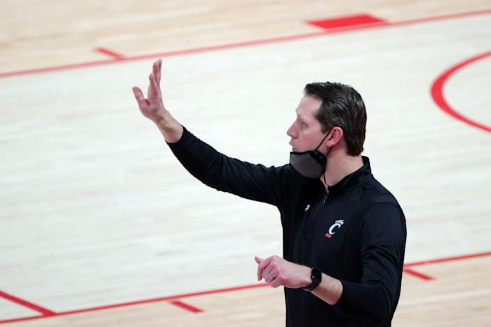HOUSTON, TEXAS - FEBRUARY 21: Cincinnati Bearcats head coach John Brannen calls out to this team during the first half of a game against the Houston Cougars at the Fertitta Center on February 21, 2021 in Houston, Texas. (Photo by Carmen Mandato/Getty Images)