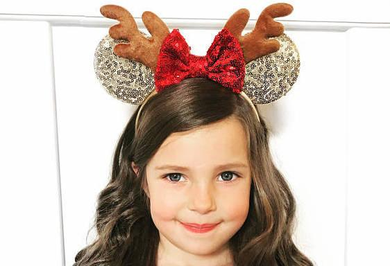 8 pairs of christmas minnie mouse ears that you need for the holidays