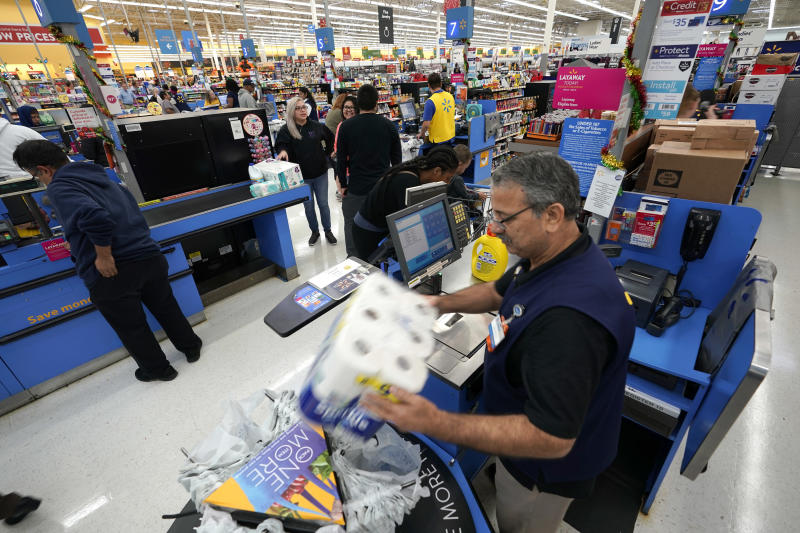 Walmart raises annual earnings estimate on higher quarterly revenue