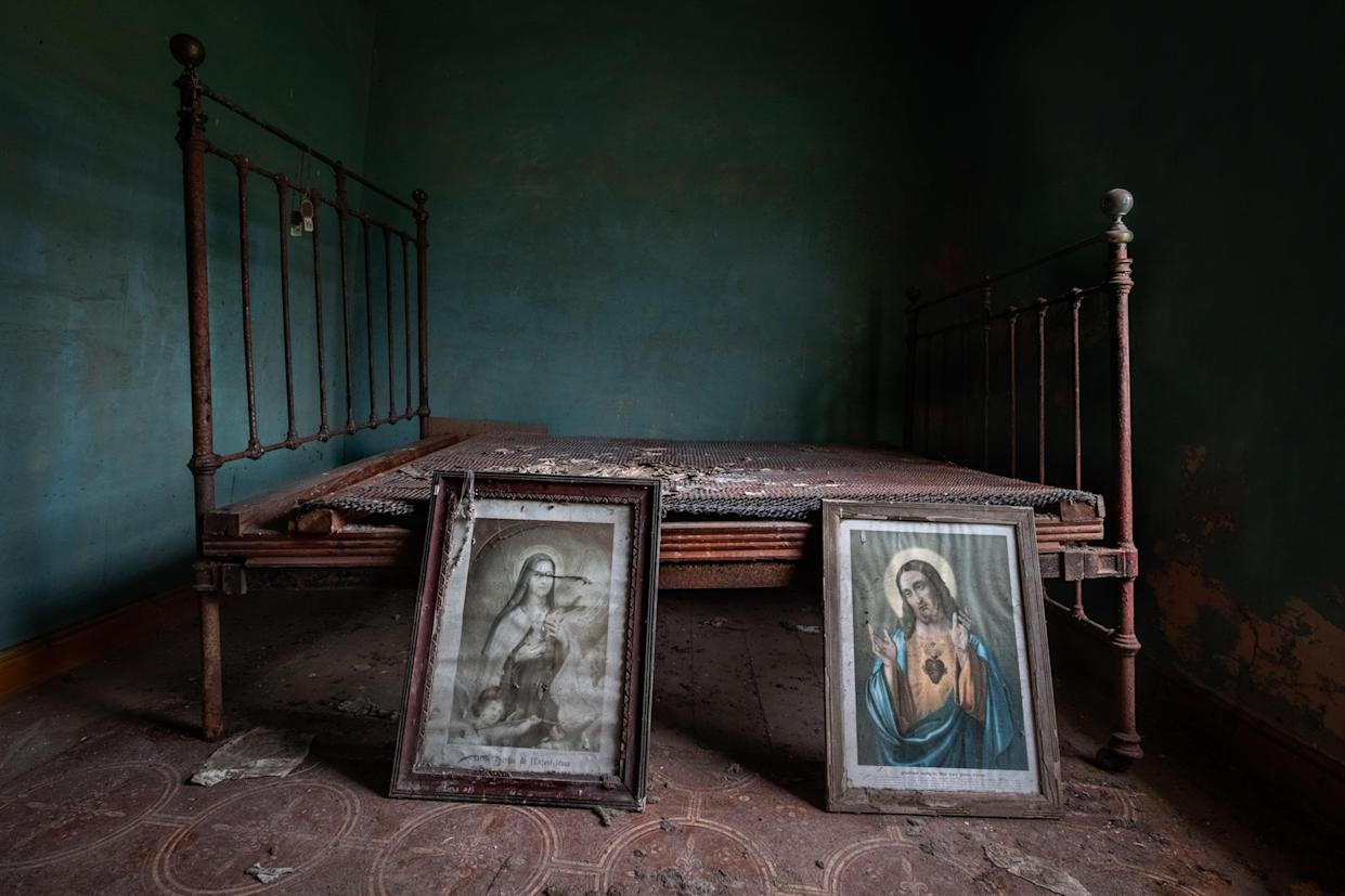 Religious paintings in an abandoned home in Northern Ireland. These haunting images capture abandoned homes across Northern Ireland on March 12, 2018. (Photo: Unseen Decay/Mercury Press/Caters News)