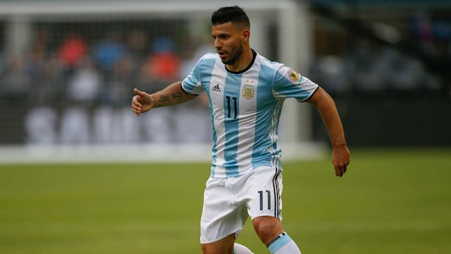 As Paulo Dybala misses Argentina's World Cup qualifier against Chile, Edgardo Bauza has backed Sergio Aguero to take his place.