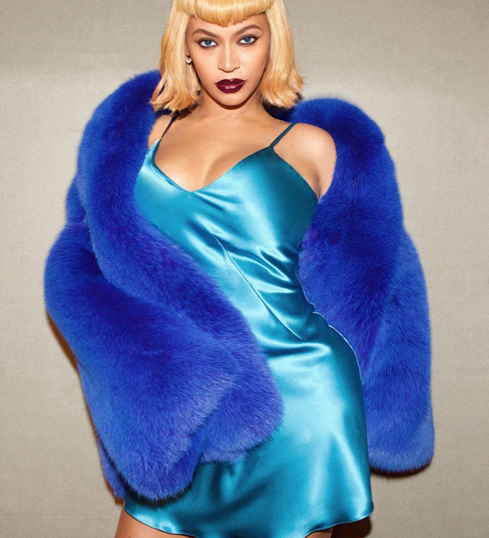 Beyoncé's 2017 Halloween might be her most epic yet. She served us five—yes, five—Lil' Kim looks. This one's my favorite.