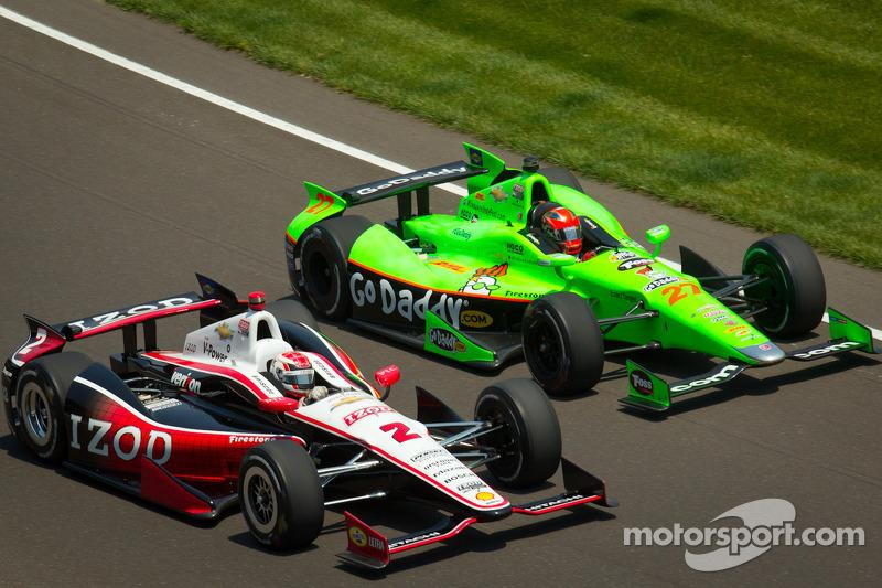 """In the DW12, no one wanted to lead for long and would relinquish position to save fuel. Here the 'battle' is between Ryan Briscoe's Team Penske-Chevy and James Hinchcliffe's Andretti Autosport-Honda in 2012.<span class=""""copyright"""">Eric Gilbert</span>"""