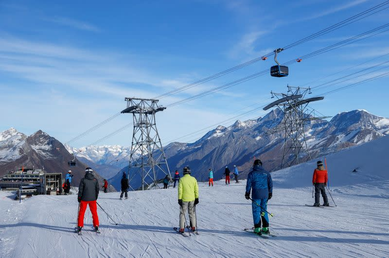 'People Need Mountains': Swiss Ski Resorts Defy Alpine Coronavirus Lockdowns