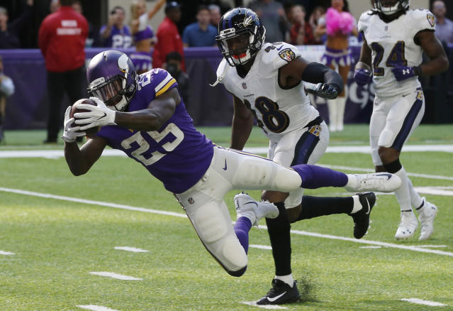 <p>Minnesota Vikings running back Latavius Murray (25) dives to the end zone ahead of Baltimore Ravens outside linebacker Patrick Onwuasor (48) during a 29-yard touchdown run in the second half of an NFL football game, Sunday, Oct. 22, 2017, in Minneapolis. (AP Photo/Jim Mone) </p>