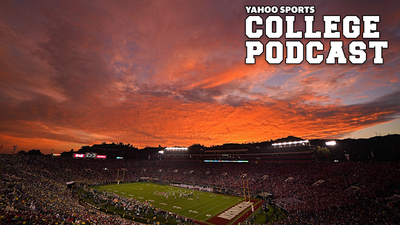 PASADENA, CALIFORNIA - JANUARY 01: A view of the stadium as the sun sets as the Oregon Ducks play the Wisconsin Badgers during the fourth quarter in the Rose Bowl game presented by Northwestern Mutual at Rose Bowl on January 01, 2020 in Pasadena, California. (Photo by Michael Heiman/2020 Getty Images)
