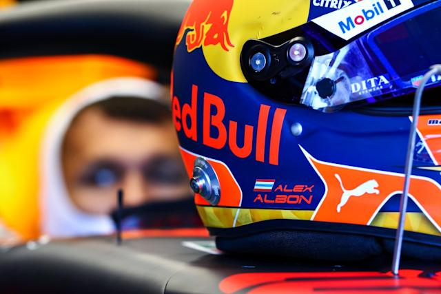 "Casco de Alex Albon, Red Bull Racing <span class=""copyright"">Red Bull Content Pool</span>"