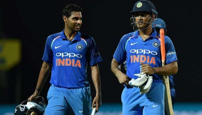 Bhuvneshwar Kumar (L) and MS Dhoni (R)