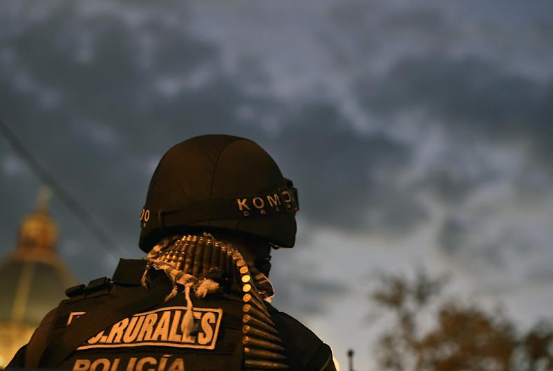 A Rural Special Unit policeman stands guard at the main square in Iguala, Guerrero state, Mexico on October 6, 2014 (AFP Photo/Yuri Cortez)