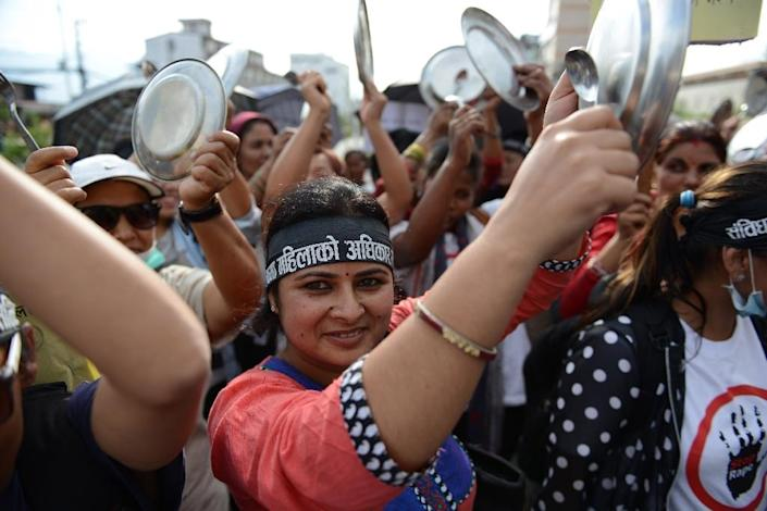 Nepalese activists bang plates and spoons as they protest against the new constitution during a rally in Kathmandu, on August 10, 2015 (AFP Photo/Prakash Mathema)