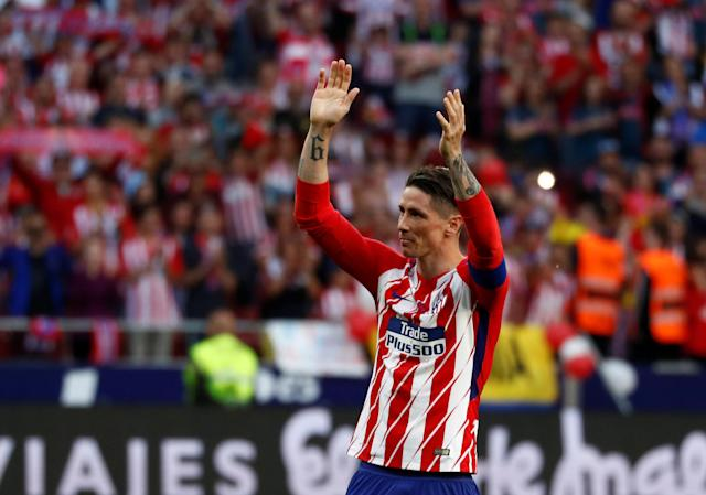 Soccer Football - La Liga Santander - Atletico Madrid vs Eibar - Wanda Metropolitano, Madrid, Spain - May 20, 2018 Atletico Madrid's Fernando Torres applauds fans after the match REUTERS/Juan Medina
