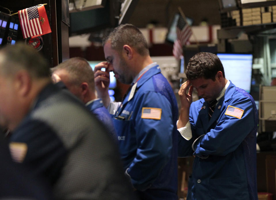 Traders work on the floor of the New York Stock Exchange September 22, 2011. Stocks dived more than 3 percent on Thursday, extending losses for a fourth day, as a bleak outlook from the Federal Reserve and weak data from China heightened fears of a global recession.     REUTERS/Brendan McDermid (UNITED STATES - Tags: BUSINESS)