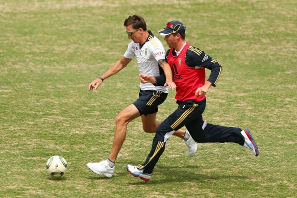 SYDNEY, AUSTRALIA - NOVEMBER 01:  Dale Steyn and AB de Villiers warm up by playing football during a South African Proteas training session at Sydney Cricket Ground on November 1, 2012 in Sydney, Australia.  (Photo by Brendon Thorne/Getty Images)