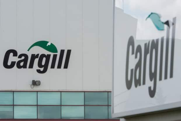 A Cargill meat processing plant in Quebec is shown in a 2020 file photo. The food company announced Thursday it expects to start construction early next year on a new canola processing plant in Regina.  (Graham Hughes/The Canadian Press - image credit)
