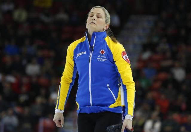 Alberta third Lori Olson-Johns reacts to her shot in her gold medal game against Manitoba during the Scotties Tournament of Hearts in Moose Jaw, Saskatchewan, February 22, 2015. REUTERS/Todd Korol (CANADA - Tags: SPORT CURLING)