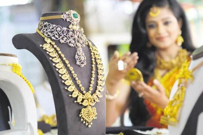 Buying gold in India, Gold buying, gold purity mark, gold hallmark signs, gold hallmark news, gold hallmark rate, gold hallmark center, Gold marking compulsory, purity of gold , BIS centres,