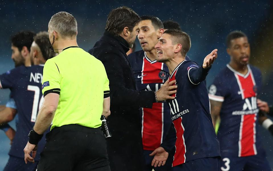 Mauricio Pochettino, Manager of Paris Saint-Germain holds back Marco Verratti of Paris Saint-Germain who reacts to Angel Di Maria of Paris Saint-Germain being sent off during the UEFA Champions League Semi Final Second Leg match between Manchester City and Paris Saint-Germain at Etihad Stadium on May 04, 2021 in Manchester, England. - GETTY IMAGES