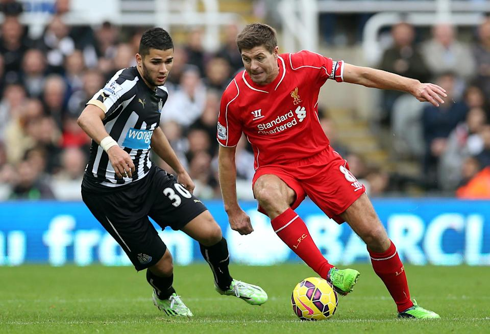 Newcastle United's Mehdi Abeid (L) challenges Liverpool's Steven Gerrard during their English Premier League match at St James' Park in Newcastle-upon-Tyne, northeast England, on November 1, 2014 (AFP Photo/Ian Macnicol, Ian Macnicol)