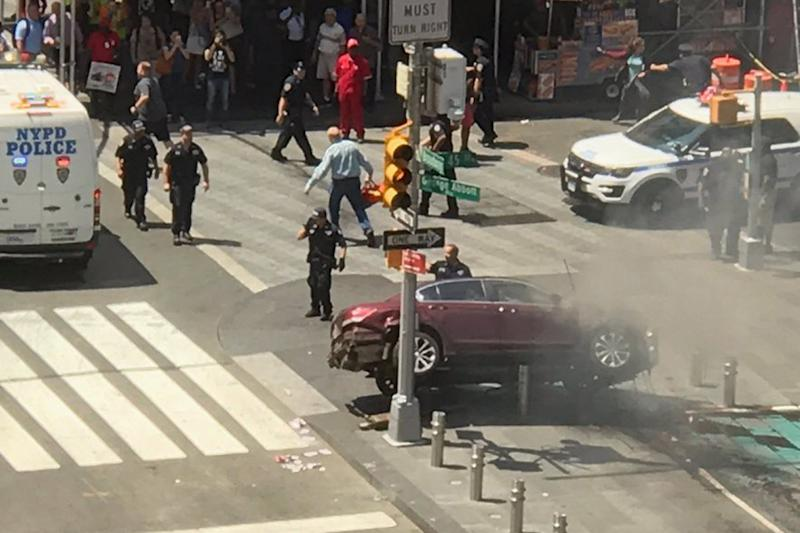 New York crash: Teenager killed as car ploughs into pedestrians in Times Square: @pinkcamry