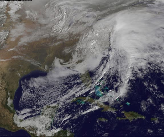 East Coast Freezes Over in Time-Lapse of Brutal 2014 Winter