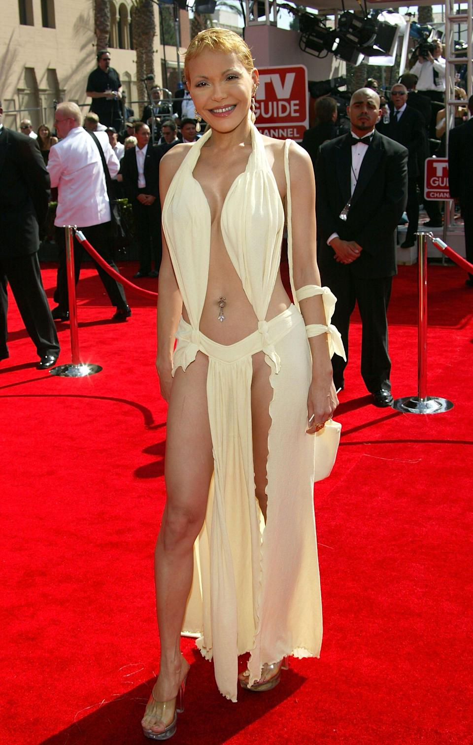Tess Smith in a yellow dress that shows a lot of skin at the 2005 emmy awards