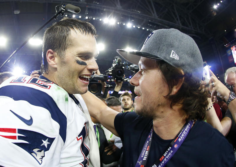 GLENDALE, AZ - FEBRUARY 01: Tom Brady #12 of the New England Patriots celebrates with Mark Wahlberg after defeating the Seattle Seahawks 28-24 to win Super Bowl XLIX at University of Phoenix Stadium on February 1, 2015 in Glendale, Arizona. (Photo by Tom Pennington/Getty Images)